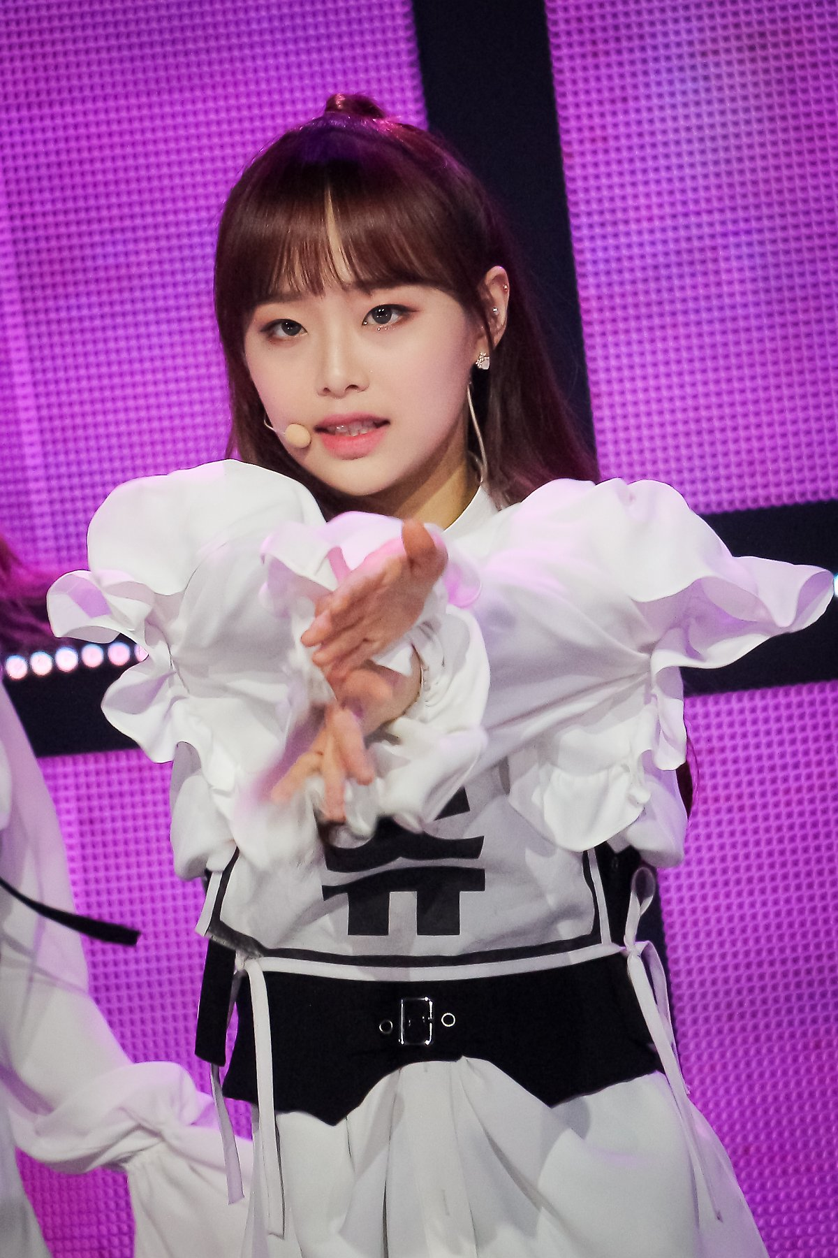 190322 Show Champion Stage Butterfly Chuu 2.jpg