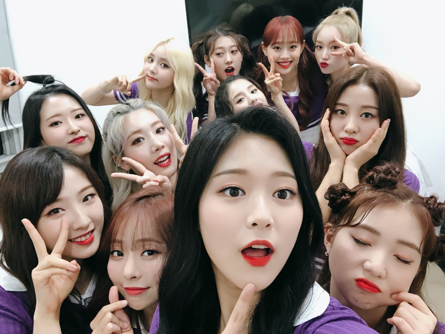 180825 SNS LOONA.png