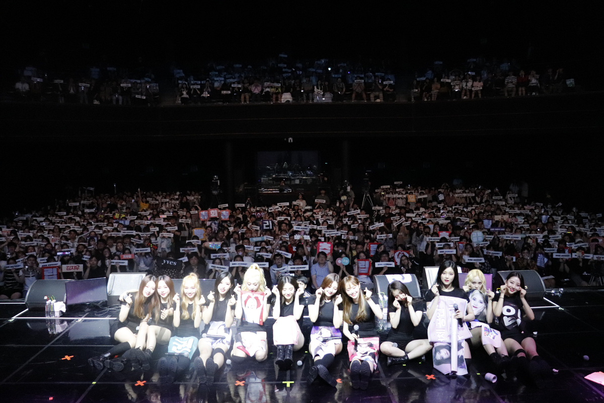 180702 SNS LOONA.png