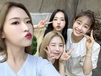 210722 SNS HeeJin, ViVi, Chuu, Olivia Hye 1