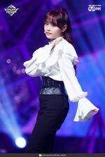 190221 Mcountdown Naver Butterfly Chuu 4