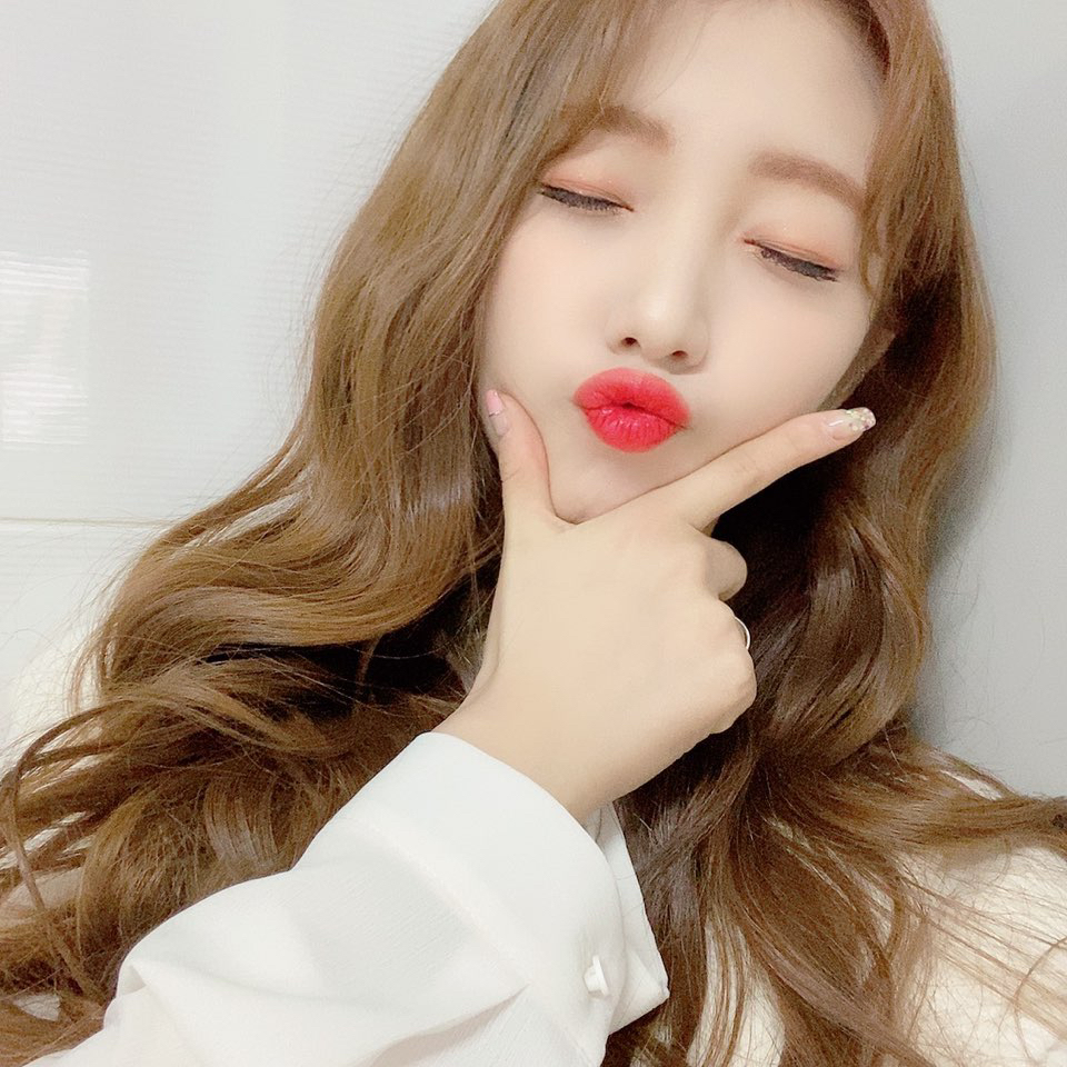 200116 FanCafe 3rd Anniversary YeoJin 2.png