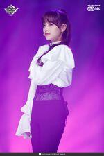 190221 Mcountdown Naver Butterfly Chuu 1