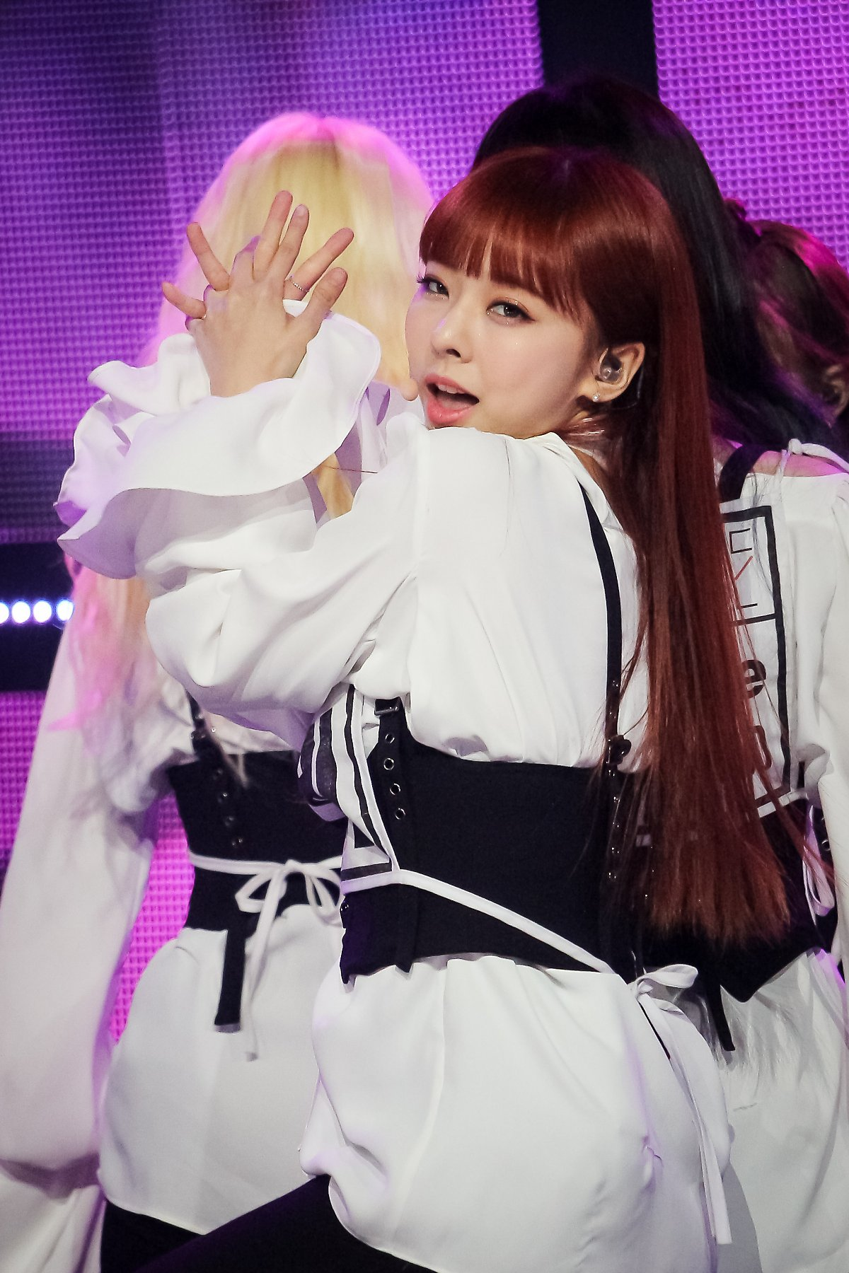 190322 Show Champion Stage Butterfly ViVi 2.jpg