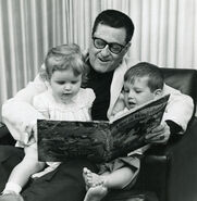 Dad-Reading-with-Bobby-and-Ruth-600