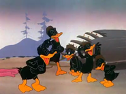 Duck Soup to Nuts (1944).mp4 000394360