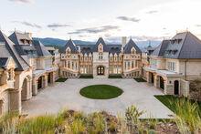 600 chateauv 017 exterior-fix.jpg