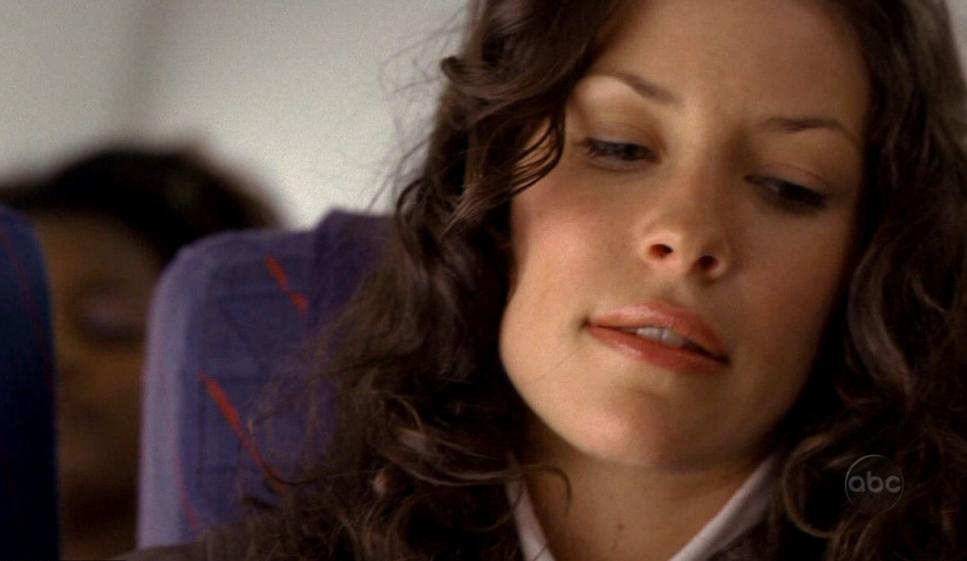 1x02 Kate Plane.jpg