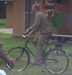 Mann auf Fahrrad.jpg