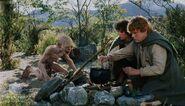 Сэм готовит кролей, пойманных Голлумом