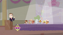 S1E21 Pageant dogs look happy.jpg