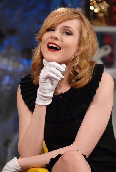 Rachel Wood Glove1.jpg