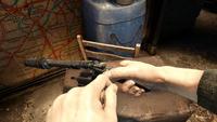 Павел заряжает револьвер