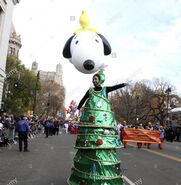 89th-annual-macys-thanksgiving-day-parade-in-new-york-featuring-snoopy-FAX48N