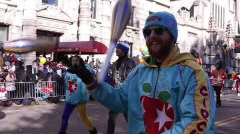 Macy's_Thanksgiving_Day_Parade_Road_to_34th_Street_Parade_Ready