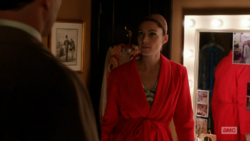 6x04 Megans outfits (05).png