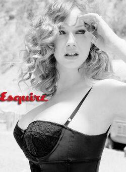 Christina-Hendricks-Esquire-Magazine-1.jpg