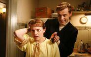 S02E12-Peggy Kurt haircut