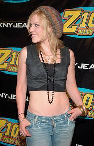 Natasha-bedingfield-during-z100s-jingle-ball-2005-at-madison-square-picture-id105612070