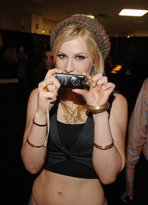 Natasha-bedingfield-during-z100s-jingle-ball-2005-artist-gift-lounge-picture-id109578697