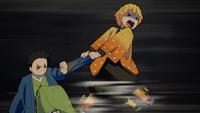 Zenitsu Agatsuma spaventato strattona Shoichi