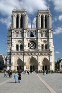 220px-Facade-notre-dame-paris-ciel-bleu