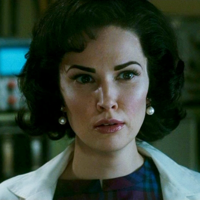 Laura Mennell