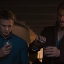 Thor le informa a Rogers del trago - AOU.png