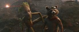 Rocket y Groot ven llegar a Danvers