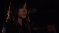 Skye trata de convencer a Jiaying de hablar con Coulson