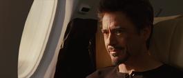 Stark en el avión de regreso a su mansión