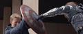 Winter Soldier golpea el escudo de Capitan America