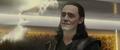 Loki observa la ilusión de Frigga desaparecer