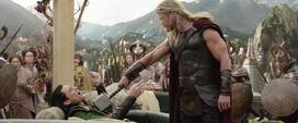 Thor amenaza a Loki - TR