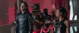 Loki y Brunnhilde se reúnen con el Gran Maestro