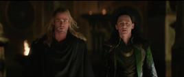 Thor ayuda a Loki a escapar