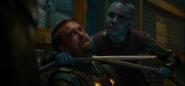 Nebula interroga a un guardia