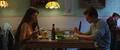 May y Peter comen en el restaurante