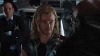 Thor interrogado por Fury
