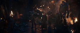 Loki acorralado por la Orden Negra