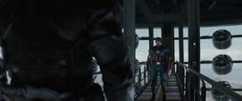 Rogers a punto de pelear con el Soldado del Invierno