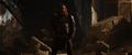 Volstagg ayuda a Thor a escapar