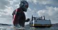 Giant-Man en el mar