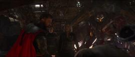 Thor decapita a Thanos con el Rompetormentas