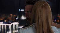 Tony y Pepper susurrando