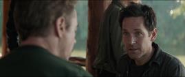 Lang le habla a Stark del atraco