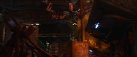 Mantis es sometida por la Gema de la Realidad