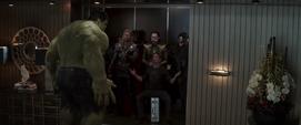 Stark Thor Loki y personal prohiben que Hulk los acompañe