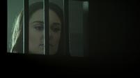 Aida viendo a Mace quedando malherido por los Guardianes
