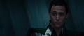 Loki observa a Odín reprender a Thor